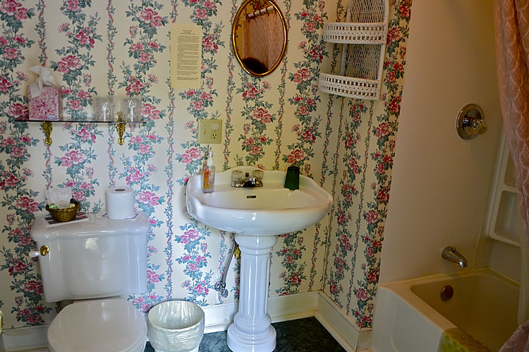 aunt pearls lovers loft bathroom