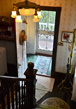Main Inn entry way from stairs